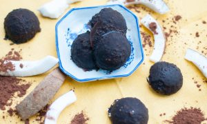 Bombones de coco y chocolate saludables